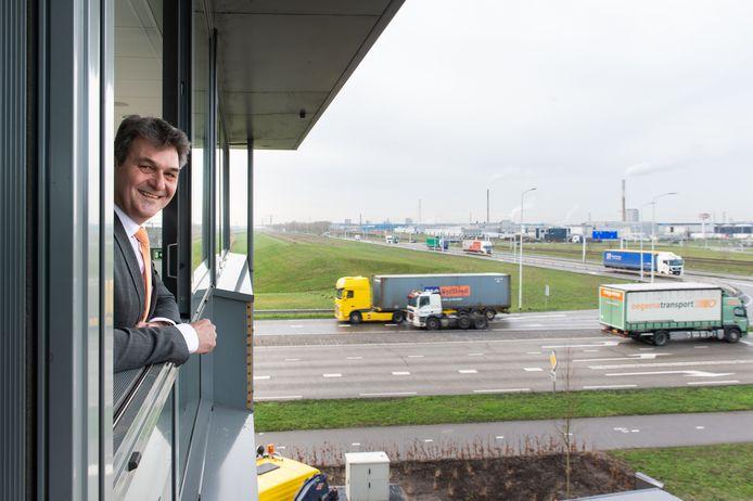 Ferdinand van den Oever,  directeur havenbedrijf Moerdijk, wacht nog met het geven van een toelichting totdat de Raad van State naar het aangepaste plan heeft gekeken.