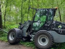 Oplettende Winterswijkse ontdekt bij FC Trias gestolen shovels tijdens fietstocht in Duits bos: 'Heel blij van'