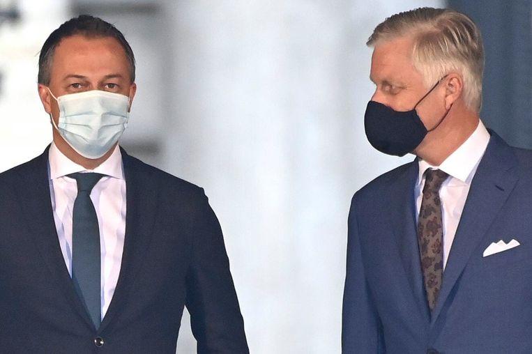 Egbert Lachaert en koning Filip, op 4 september. De voorzitter van Open Vld blijkt besmet met het coronavirus. Beeld Photo News