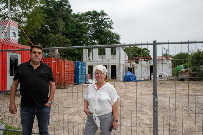 Gerwin Toonstra en Wilma Aalvanger van de projectgroep Marnixstraat voor de nieuwbouw die inmiddels in volle gang is.