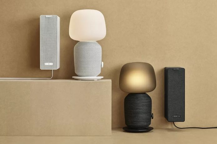 De tafellamp en boekenplankspeaker