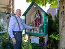 Zelfgemaakte kapel in voortuin van Jan (84) is al meer dan 20 jaar een blikvanger in Zoetermeer