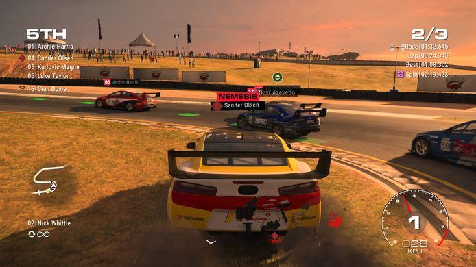 Racer Sander Olsen is nu een Nemesis. Ik heb hem eens te veel aangereden, hij zal zijn best doen om mij de kant in te rijden.