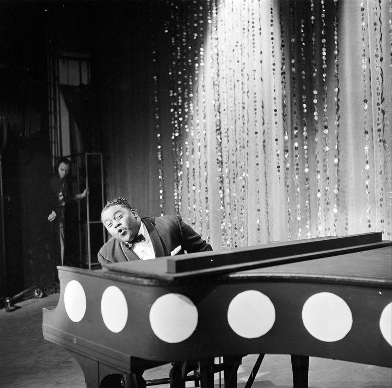 Fats Domino in 1959 in het razend populaire muzikale tv-programma 'American Bandstand'. Beeld ABC via Getty Images