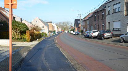 Werken in centrum Denderhoutem gestart: Eigenstraat heeft eindelijk nieuwe parkeerstroken
