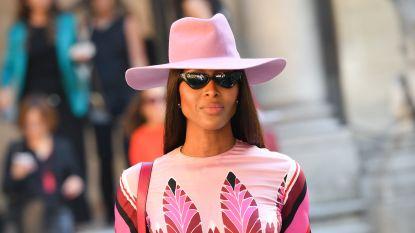 """Naomi Campbell deelt uitgebreide routine tegen ziektekiemen in het vliegtuig: """"Overdrijven is nergens voor nodig"""""""