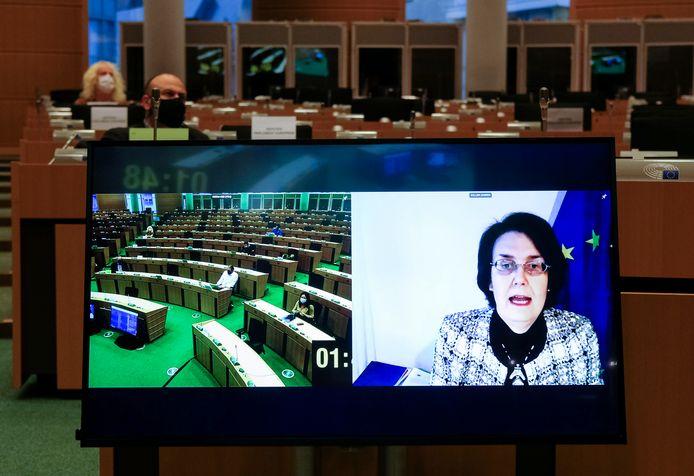Sandra Gallina, hoofdverantwoordelijke van de Europese Commissie voor de onderhandelingen met de vaccinontwikkelaars, tijdens een online meeting van het Europees Parlement.