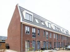 'Bouw van omstreden Slokkerwoningen in Ermelo had stilgelegd moeten worden', maar wethouder voelt zich niet verantwoordelijk