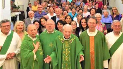 Priester viert 100ste verjaardag met zijn vier zonen die ook priester zijn