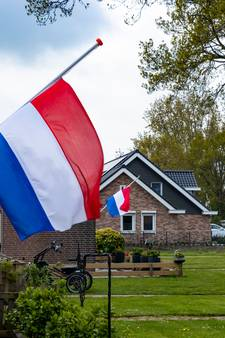 Vlaggen halfstok en duizenden euro's opgehaald voor nabestaanden brand Werkendam: 'Heel het dorp is aangeslagen'
