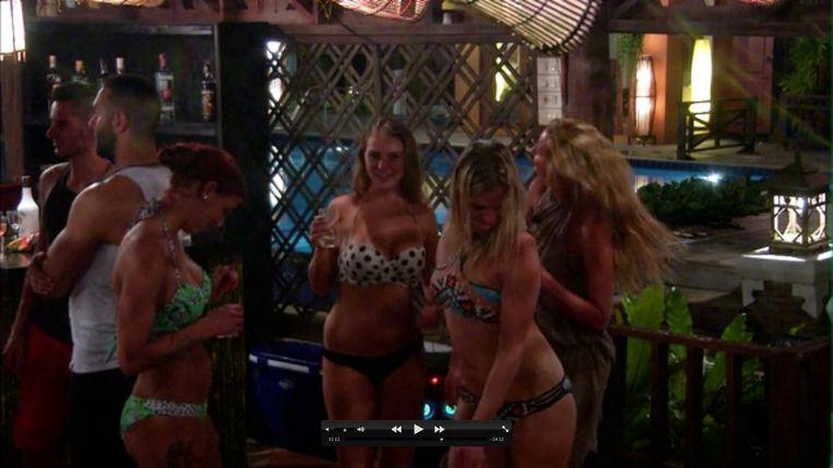Een beeld uit aflevering 1 van 'Temptation Island'. Beeld VIER