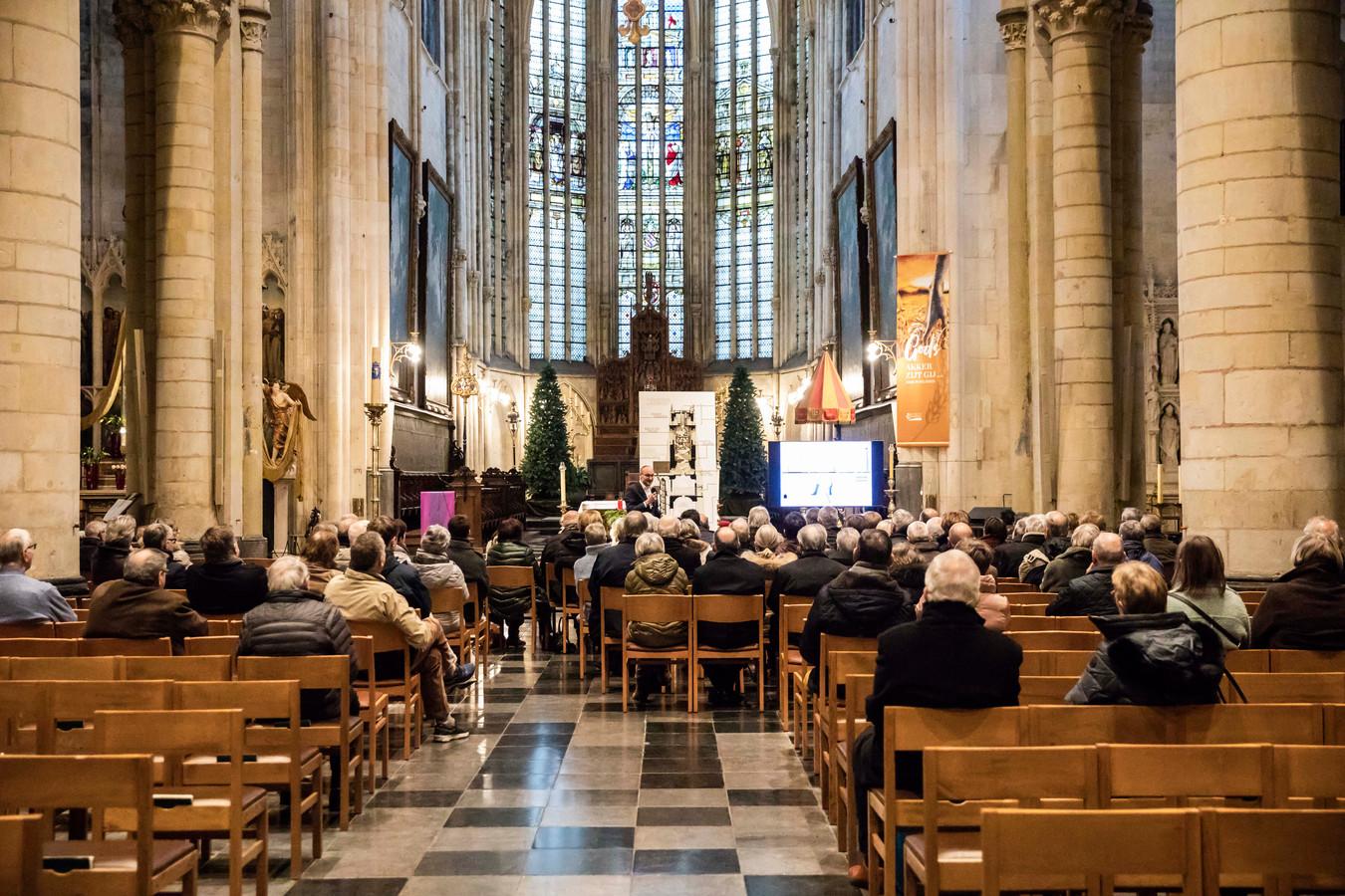 Zo'n veertigtal mensen kwamen naar de Basiliek afgezakt om naar de uitleg van Architect Chris Van Brussel te komen luisteren