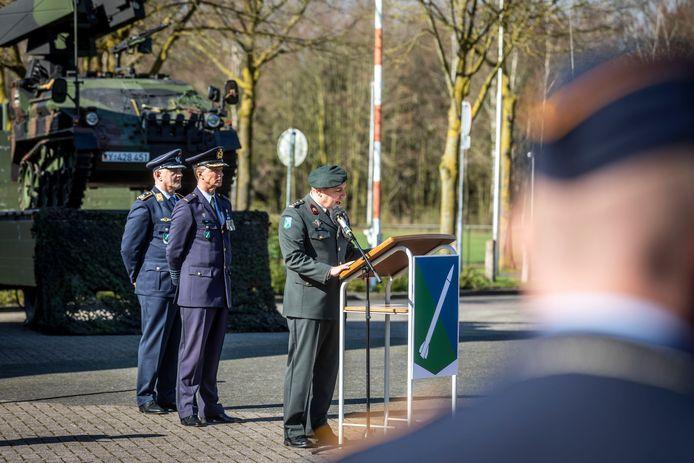 Op vliegbasis de Peel wordt het commando overgedragen aan Jos Kuipers (archieffoto).