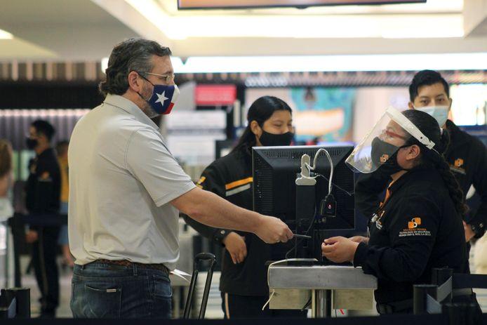 Ted Cruz bij de security check.
