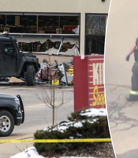 """Fusillade dans un supermarché du Colorado: un homme de 21 ans inculpé, Biden veut """"bannir les fusils d'assaut"""""""
