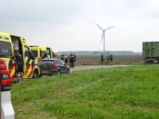 Ernstige valpartij bij Biddinghuizen: gewonde en zwaargewonde wielrenner afgevoerd naar ziekenhuis