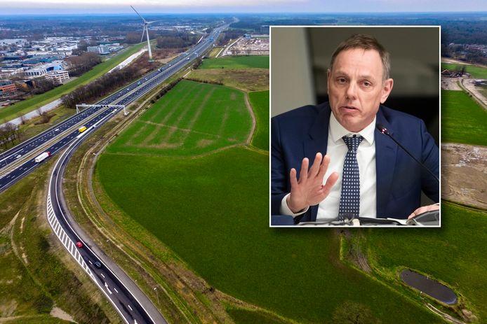 De A1 bij Deventer. Burgemeester Ron König is bang dat de weg de komende jaren dichtslibt door de grootschalige woningbouw in de regio.