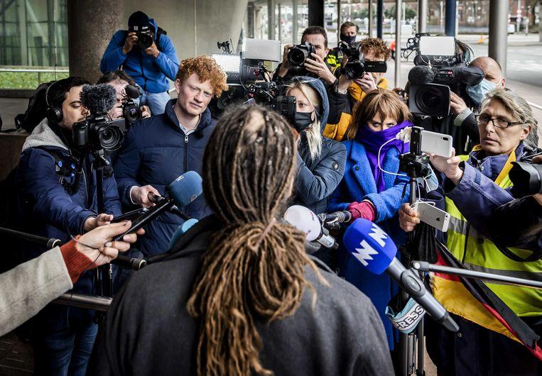 Willem Engel van protestgroep Viruswaarheid bij het gerechtshof in Den Haag na afloop van het hoger beroep over het opheffen van de avondklok.  Beeld ANP