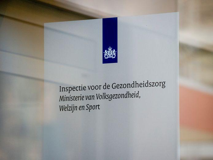 De Inspectie Gezondheidszorg en Jeugd heeft continu de vinger aan de pols gehouden bij het noodlijdende Slotervaart en de IJsselmeerziekenhuizen, blijkt uit een feitenrelaas
