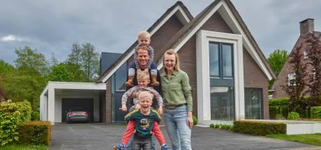 Deze strakke villa bevat voetbalzaaltje en klimmuur