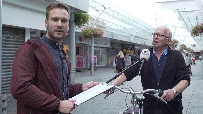 Met een knipoog naar het nieuws gaat presentator Roel Maalderink de straat op om mensen te vragen naar hun mening.