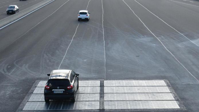 Voorbeeld van zonnecellen in het wegdek in Frankrijk, ook aangelegd door Wattway, dat dat nu bij de A2 gaat doen