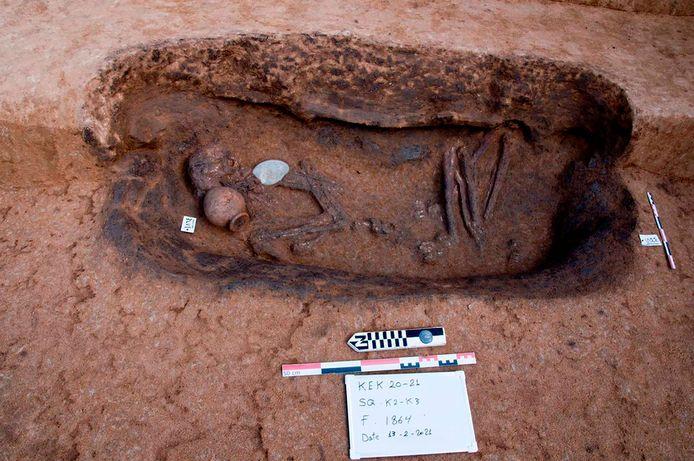 Ook voorwerpen zoals potten van aardewerk werden teruggevonden.