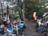 Politie ontruimt het bosje in Tiel waar daklozen 'woonden'