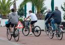 Al in 2018 plaatsten de horecaondernemers aan de boulevard speciale verkeersborden rondom hun terrassen, waarmee fietsers werden gewaarschuwd voor overstekende obers. Veel fietsers slaan er nauwelijks acht op.