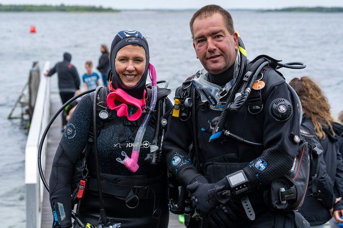Gedeputeerde Anita Pijpelink met duikinstructeur Leendert Verbiest