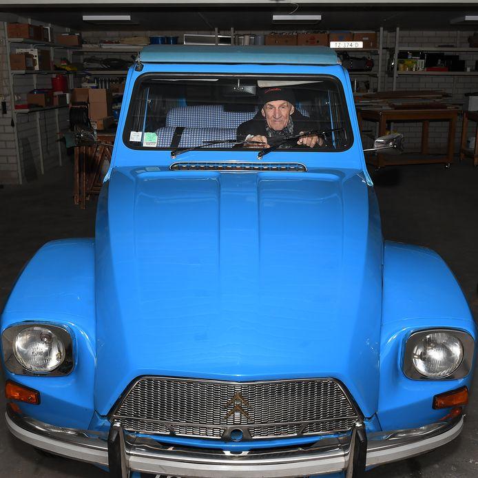 Wiel Willems in zijn Citroën.