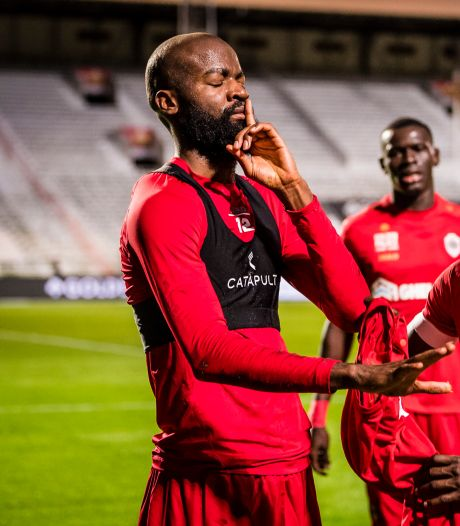 Harde kern Antwerp niet blij met winnende goal probleemkind Lamkel Zé