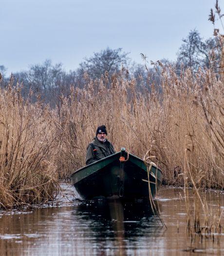 Met een fluisterbootje door de Weerribben, waar rietteelt plaatsmaakt voor otters, reeën en reigers