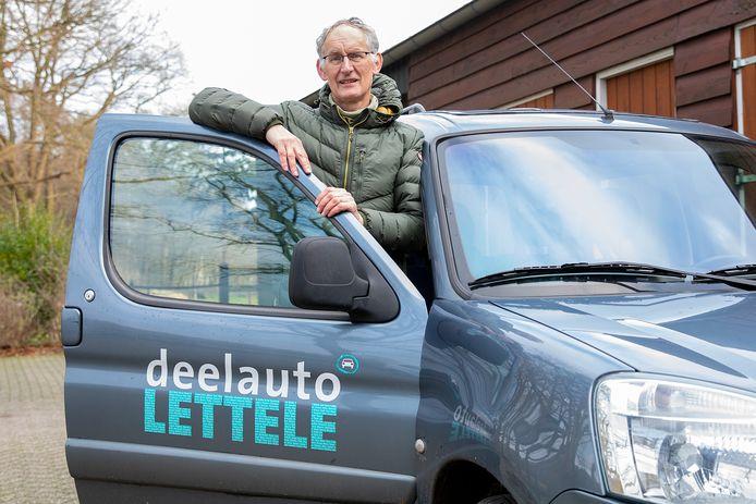 Victor Munster heeft met zijn vrouw Jeanne Rouwet een deelauto voor Lettele, maar dat houdt op 1 februari op.