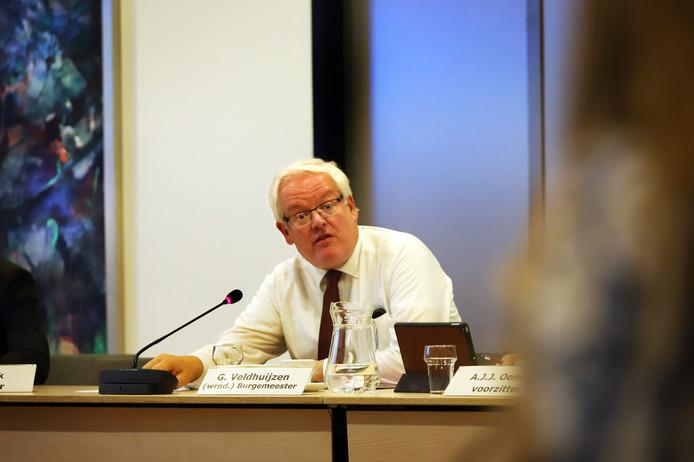 Waarnemend burgemeester Govert Veldhuijzen.