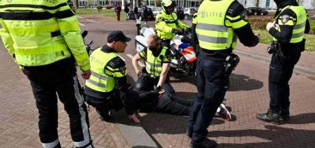 Bonnenregen bij grote politiecontrole in centrum Arnhem: 125 boetes, 52 bestuurders rijden te hard
