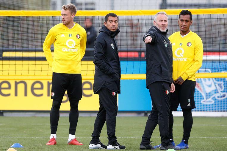 Arno Philips (tweede van rechts): Als hij ergens last van heeft, bellen we. Beeld ANP