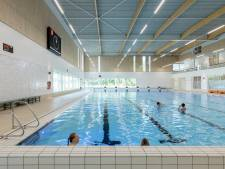 Sportbedrijf Raalte start met zwemlessen voor mensen met Alzheimer en geheugenproblemen: 'Het stopt de ziekte niet, maar helpt absoluut'