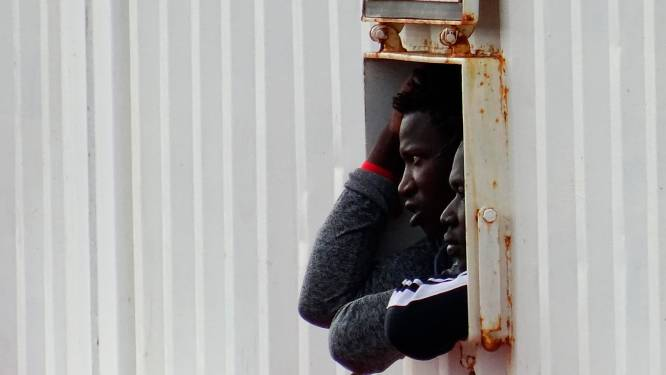 Reddingsschip Ocean Viking mag na twee weken wachten in Italië aanmeren