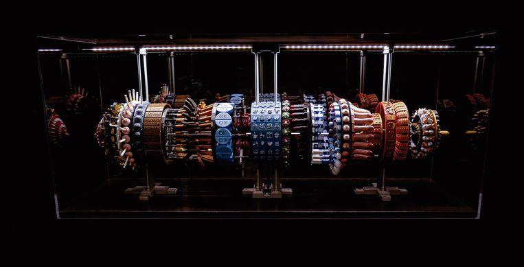 De Zoötroop Limbo Lottery. Het apparaat draait, door stroboscopisch licht ontstaan korte 'animaties'.   Beeld Han Hoogerbrugge
