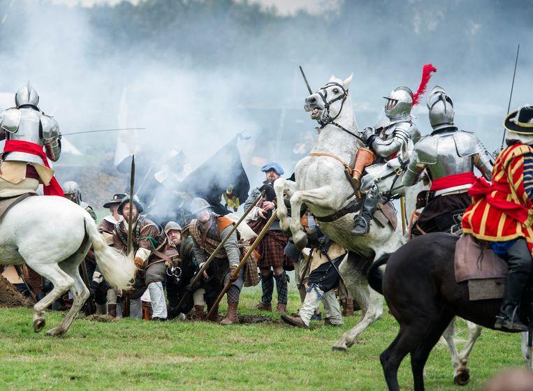 Beeld van de nagespeelde Slag om Grolle, tussen de Hollanders en de Spanjaarden. De echte slag was in juli 1627.  Beeld Koen Verheijden