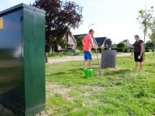 Beeld van geliefde huisarts keek altijd uit over 'zijn' stadje, nu blokkeert een elektriciteitskast zijn zicht