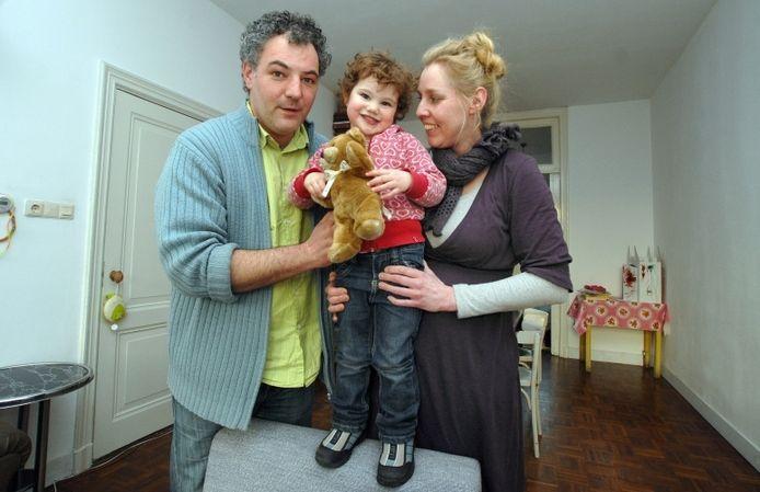 De kleine avonturier Rosemin met haar ouders Leendert Douma en Hester van der Grift. foto Jan Wamelink