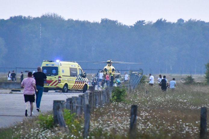 Het slachtoffer werd per traumahelikopter overgebracht naar het ziekenhuis.