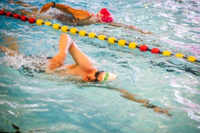 Siemon Swimberghe zwom vrijdag 10 kilometer in het zwembad van De Valkaart.