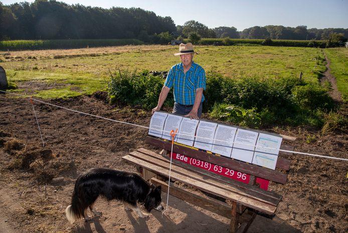 Henk Groen heeft op zijn land op de Wageningse Eng last van 'bacterievuur' een besmettelijke plantenzikete, en moet van de gemeente de meidoorn struiken waar het bacterievuur zich in bevindt op eigen kosten verwijderen