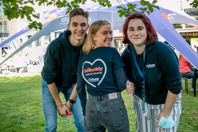 Buddy's Robbe, Britt en Jana helpen in hogeschool Odisee eerstejaarsstudenten op weg.