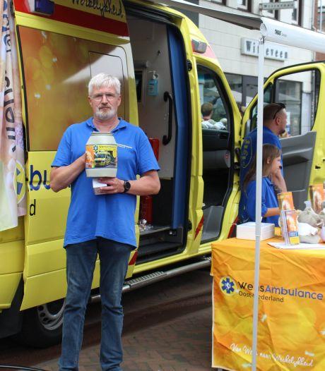 Gift voor een ultieme wens: motorrijders en WensAmbulance Oost-Nederland halen in Hengelo een mooi bedrag op
