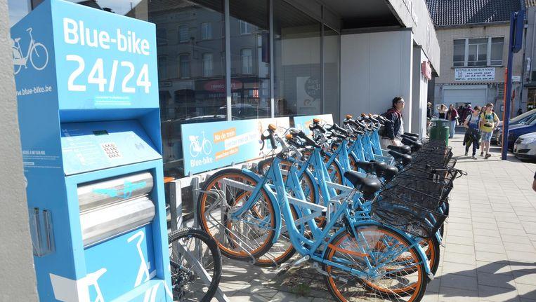 Blue-bikes aan het station van Ninove. Beeld Foto Van den Houte