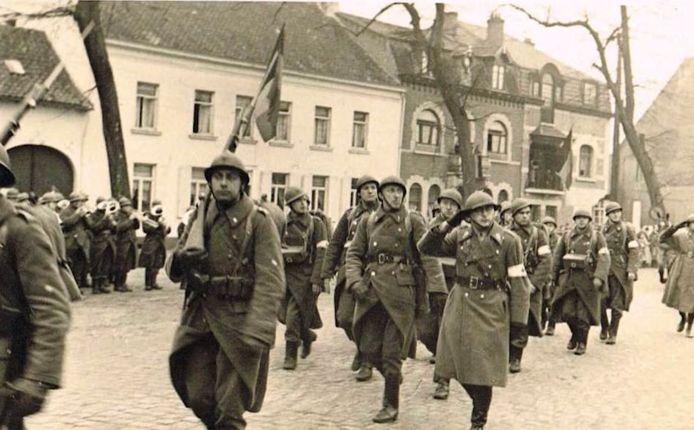 1.500 soldaten gaven zich over. Ze werden begeleid via de grote baan in Beringen op de trein naar het krijgsgevangenenkamp.